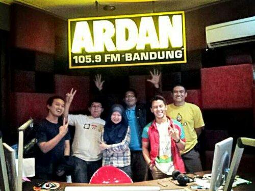 foto bareng batagor di studio ardan